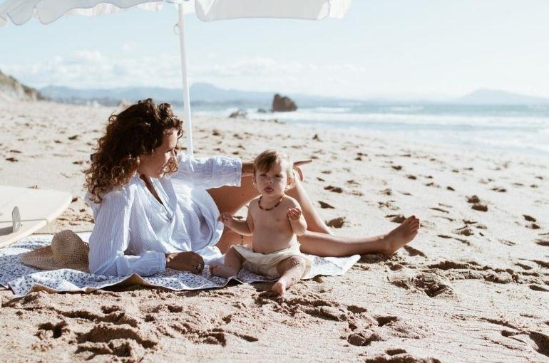 Les essentiels pour partir à la plage avec bébé !